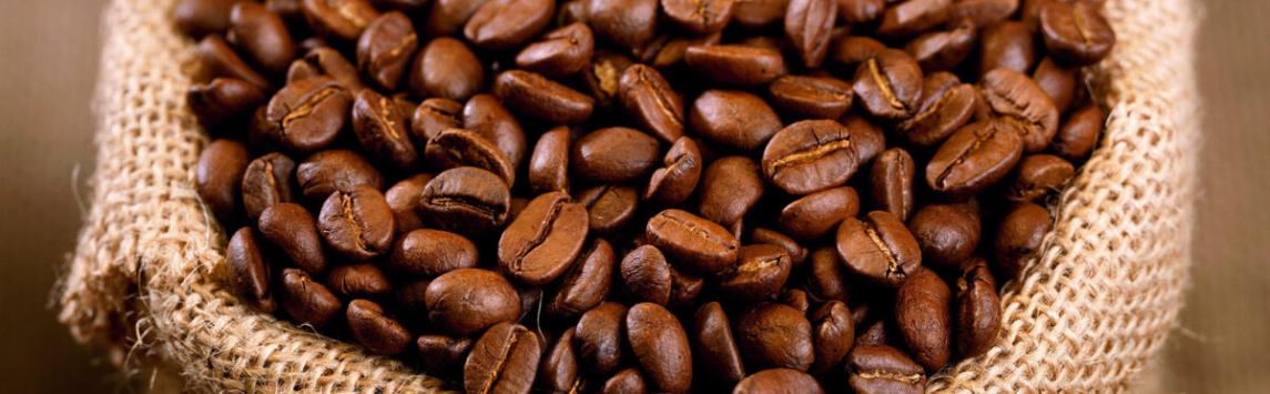 Prodej fairtradových komodit na českém trhu loni výrazně vzrostl, každý obyvatel ČR vypil v roce 2017 téměř šest šálků fairtradové kávy.